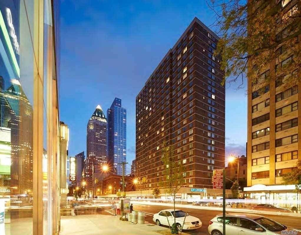 Residential Lease الساعة 301 West 53 Street # 24K New York, New York 10019 United States