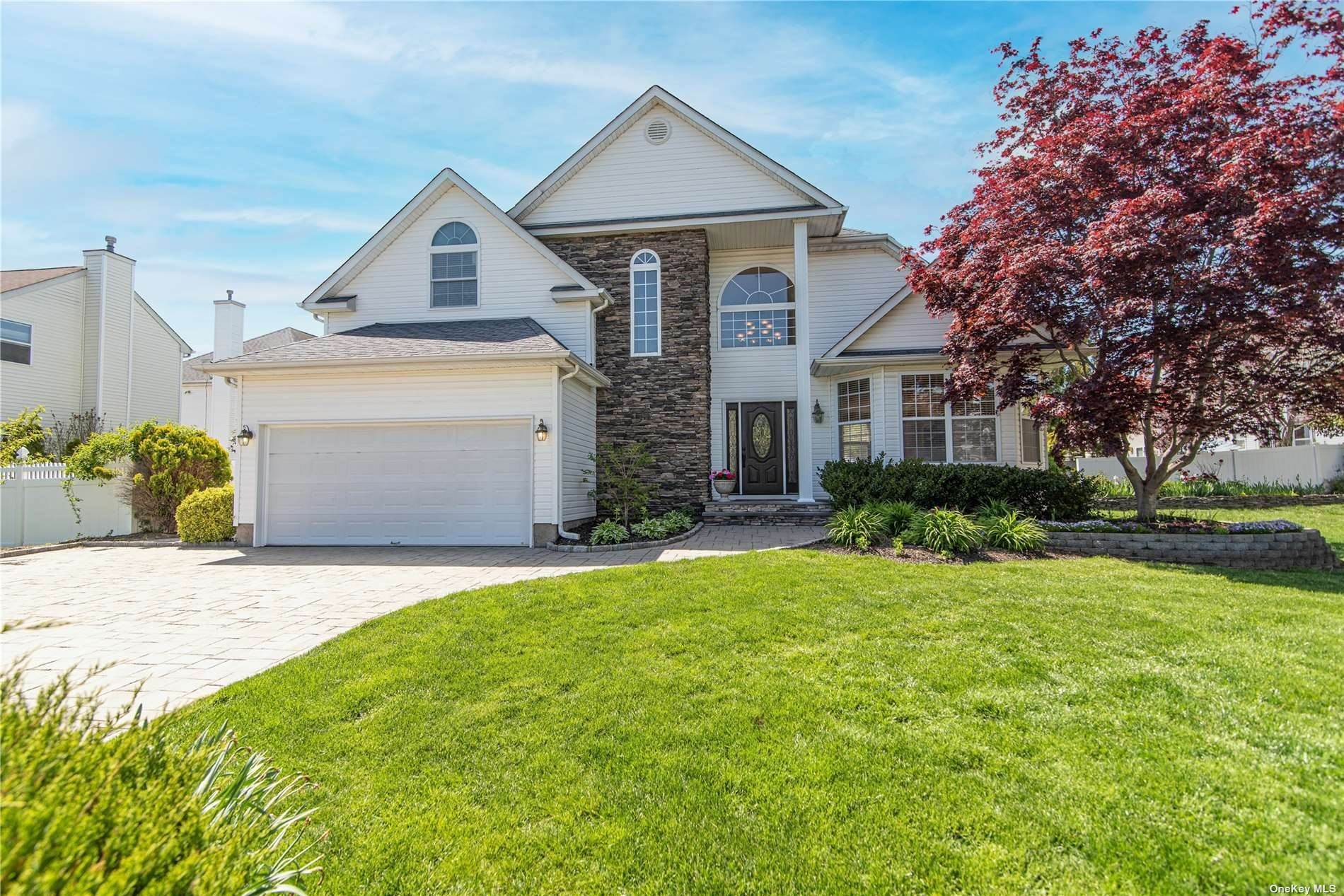 Residential for Sale at 18 Hickory Hill Drive Holtsville, New York 11742 United States