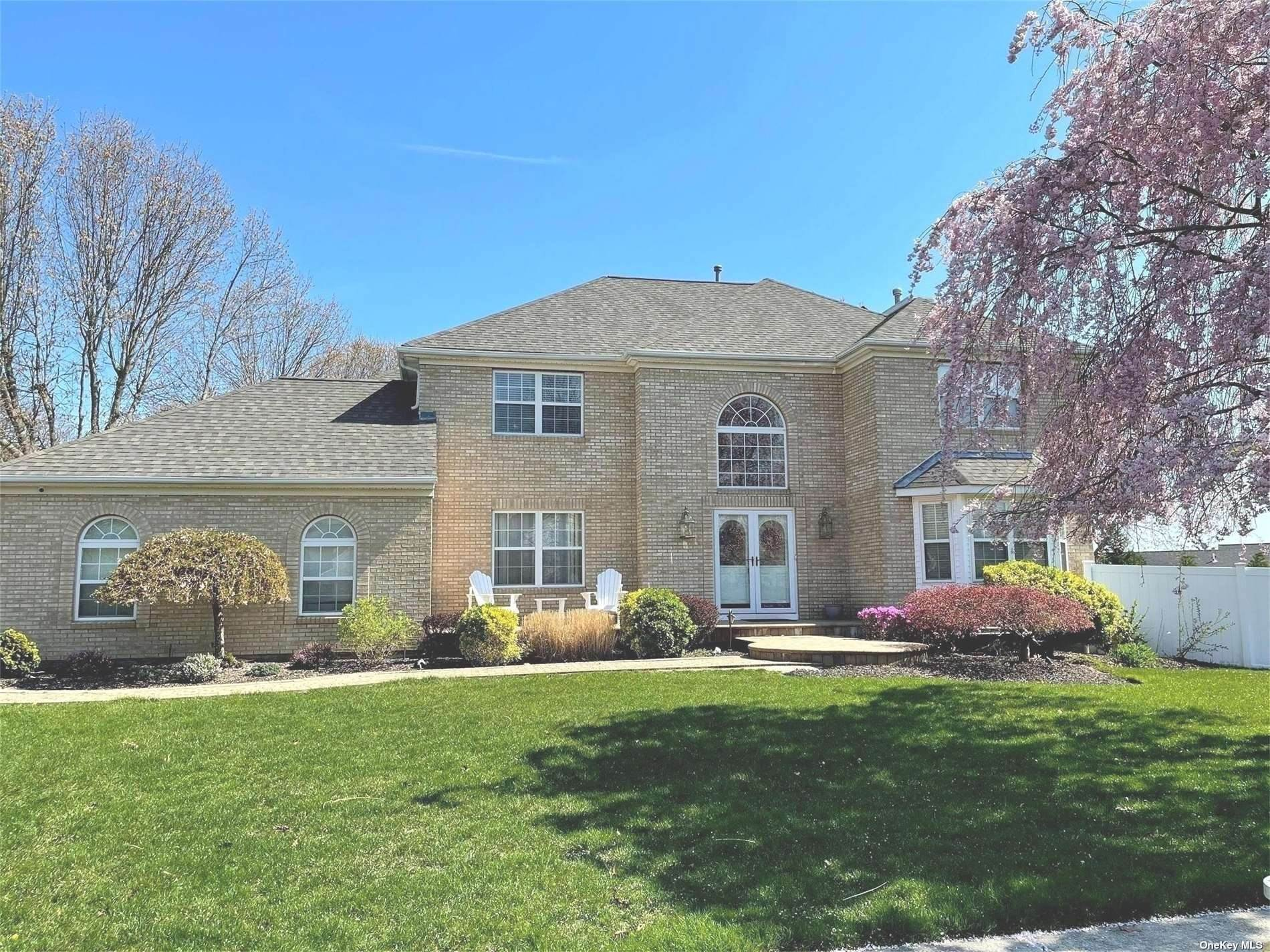 Residential for Sale at 18 Lindsey Place Holbrook, New York 11741 United States