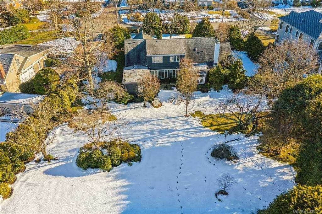 Residential for Sale at 316 Hewlett Neck Road, Hewlett Neck, NY 11598 Hewlett Neck, New York 11598 United States
