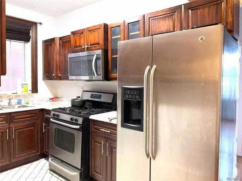 Residential Lease الساعة 2630 96th Street Queens, New York 11369 United States