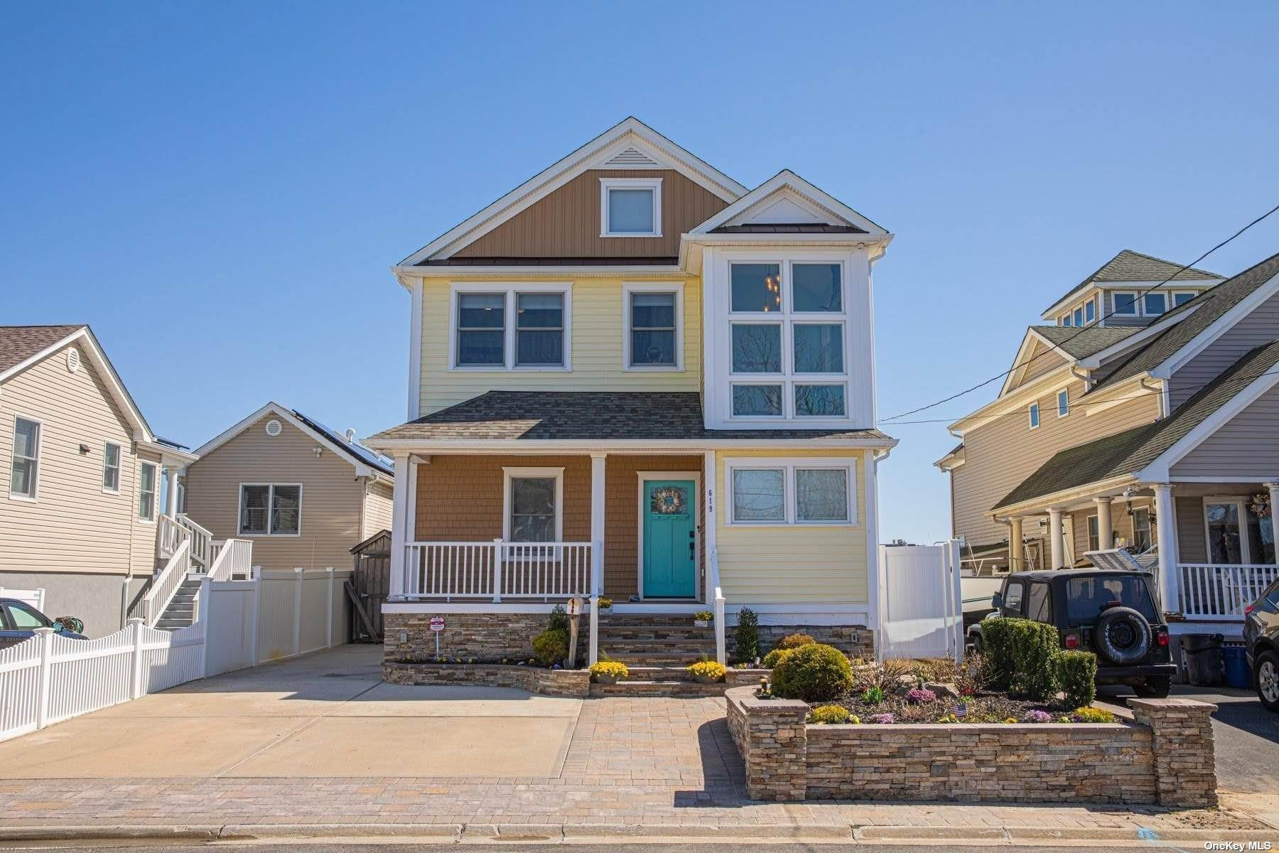 Residential for Sale at 619 Venetian Boulevard Lindenhurst, New York 11757 United States