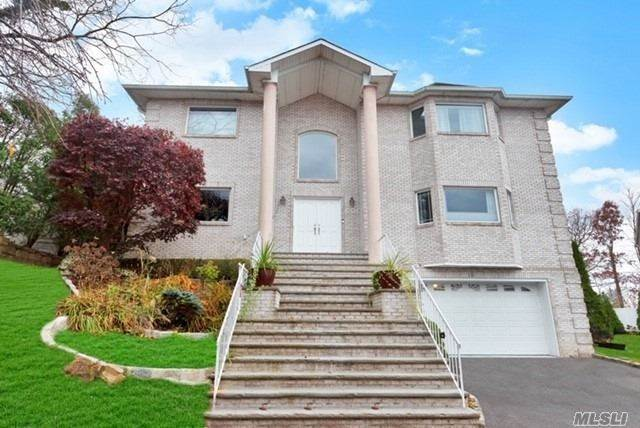 Residential for Sale at 10 Crest Hollow Court, Farmingdale, NY 11735 Farmingdale, New York 11735 United States