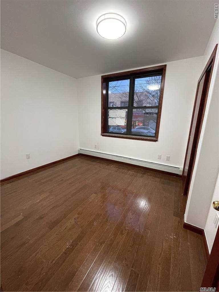Residential Lease الساعة 35-24 63rd Street, Flushing, NY 11377 Flushing, New York 11377 United States