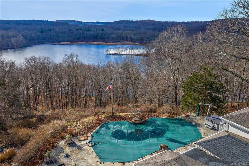 Residential for Sale at 4 Muscoot Lane Katonah, New York 10536 United States