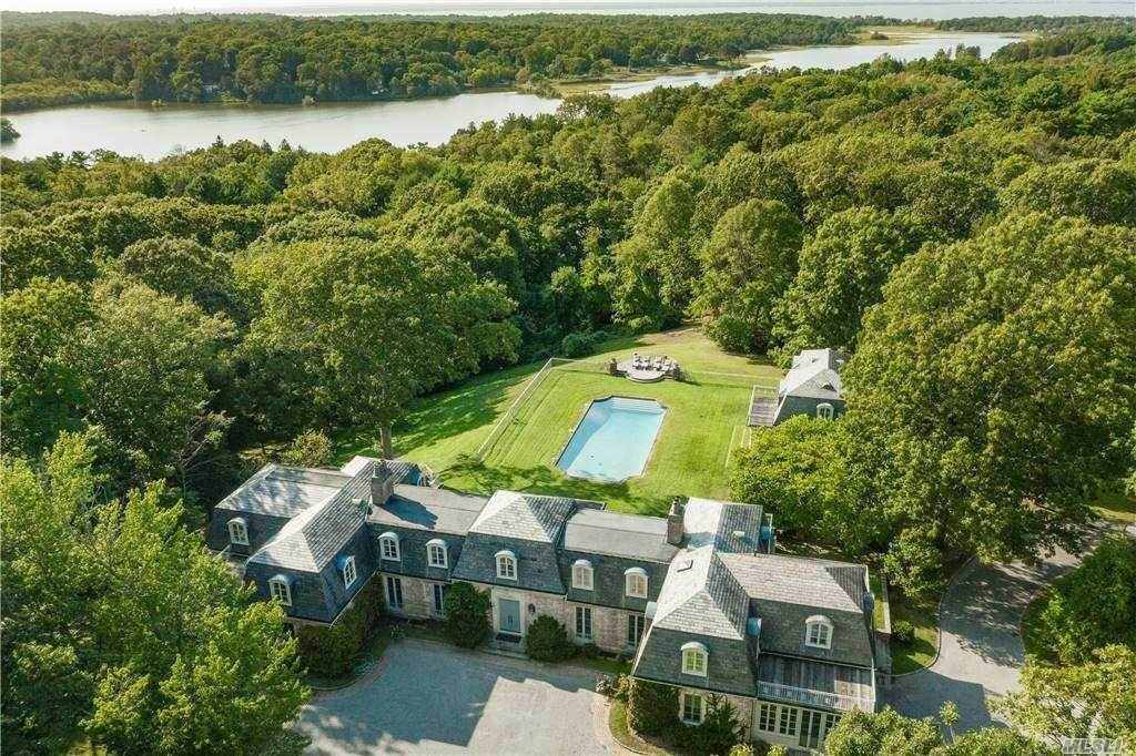 Residential for Sale at 214 Cleft Road Mill Neck, New York 11765 United States