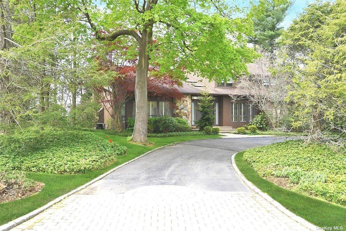 Residential for Sale at 30 Dalor Court Woodbury, New York 11797 United States