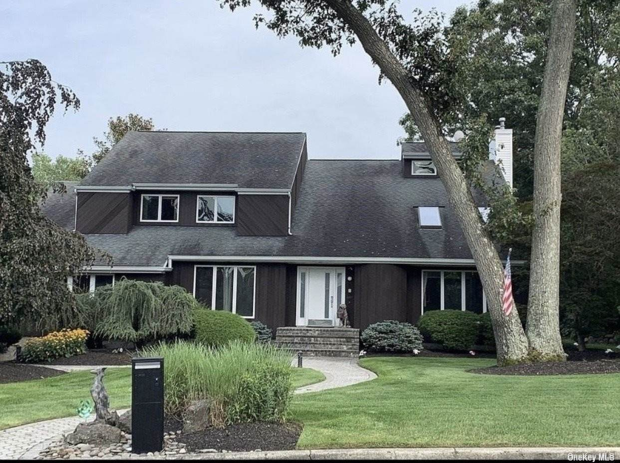 Residential for Sale at 22 Greene Court Hauppauge, New York 11788 United States