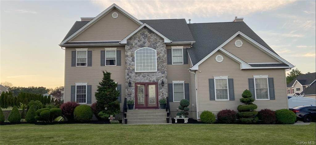 Residential for Sale at 3002 Molly Pitcher Drive New Windsor, New York 12553 United States