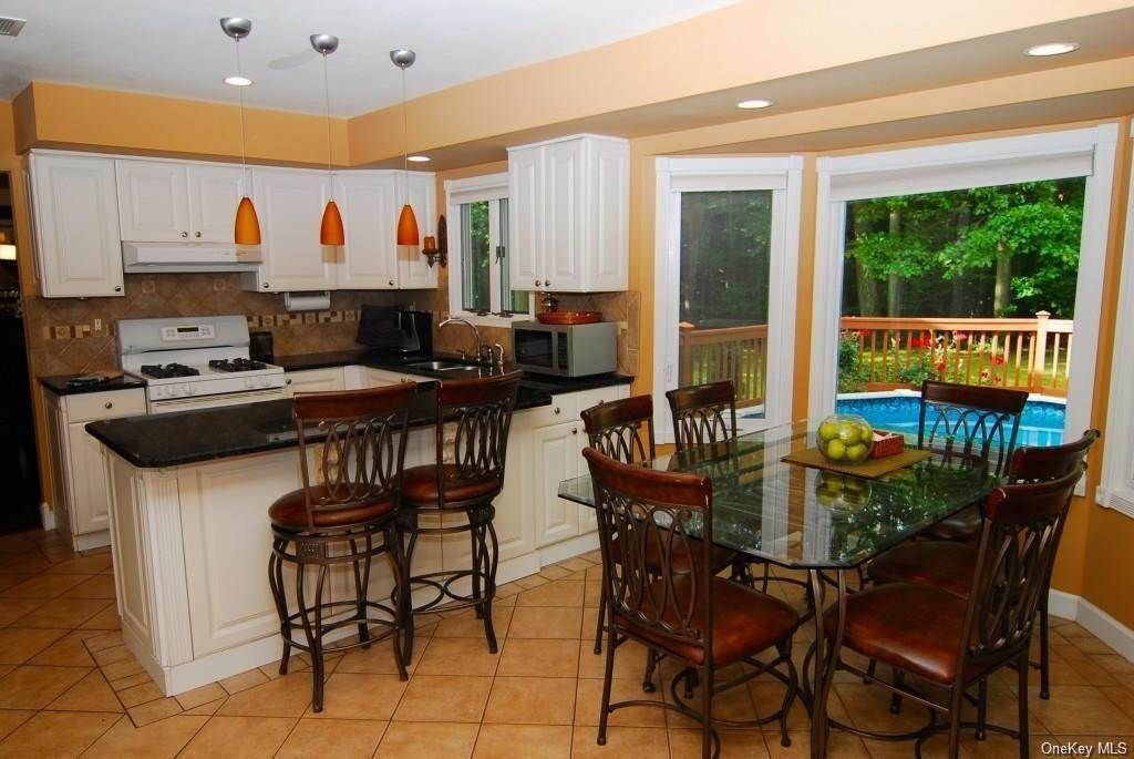 10. Residential for Sale at 411 White Oak Road Palisades, New York 10964 United States