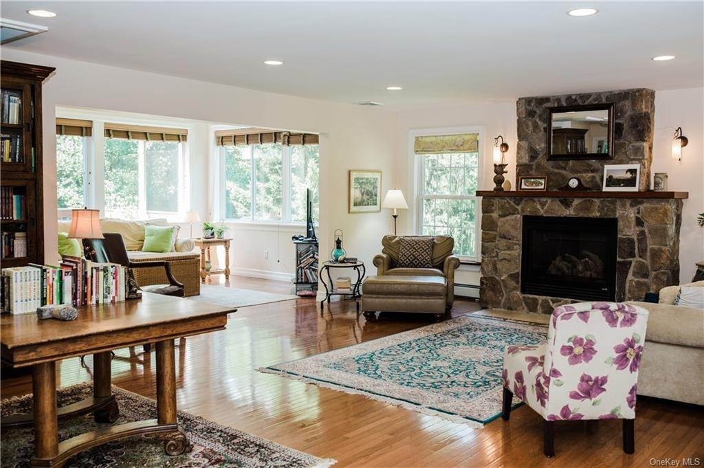 11. Residential for Sale at 11 Racoon Lane Cornwall, New York 12518 United States
