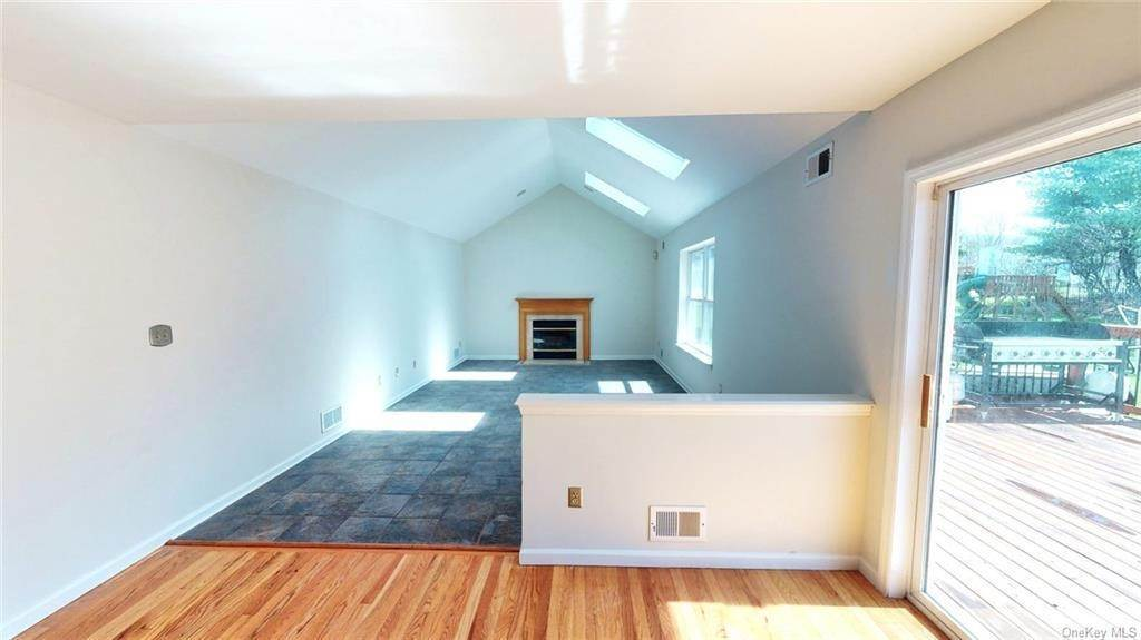 12. Residential for Sale at 101 Pelham Drive Cornwall, New York 12518 United States
