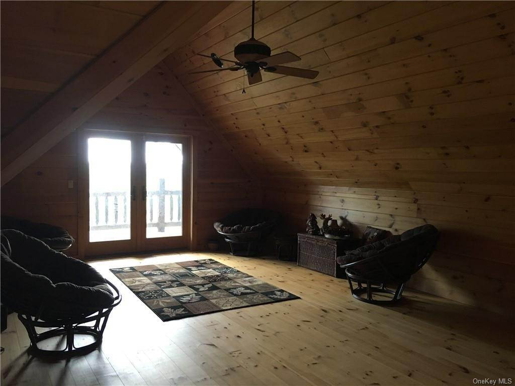 13. Residential for Sale at 10 Eagle Wood Vista Lane Warwick, New York 10990 United States