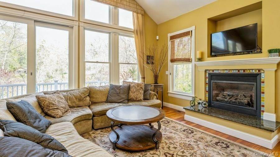 13. Residential for Sale at 7 Roberts Road New City, New York 10956 United States