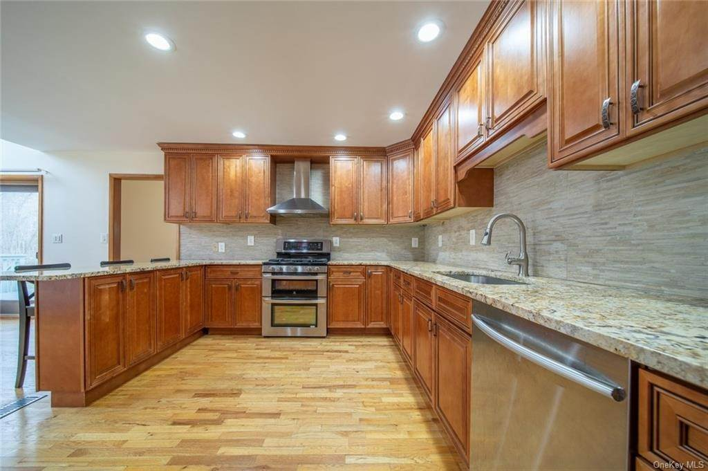 16. Residential for Sale at 4 Prior Court Palisades, New York 10964 United States