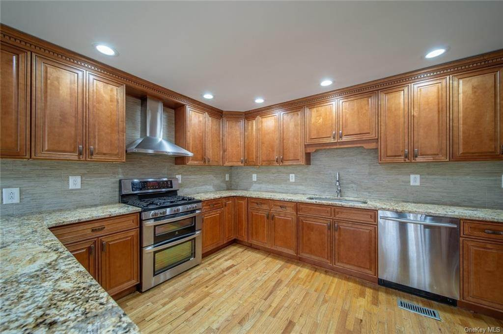 17. Residential for Sale at 4 Prior Court Palisades, New York 10964 United States