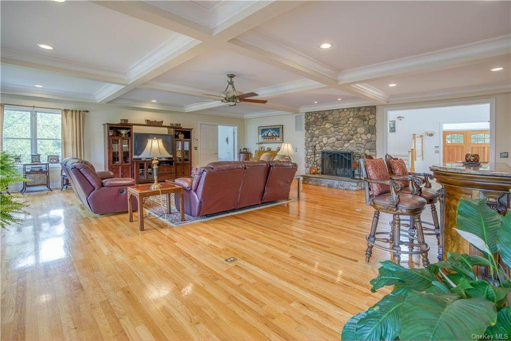 18. Residential for Sale at 200 Mine Hill Road, Cornwall, NY 12518 Cornwall, New York 12518 United States