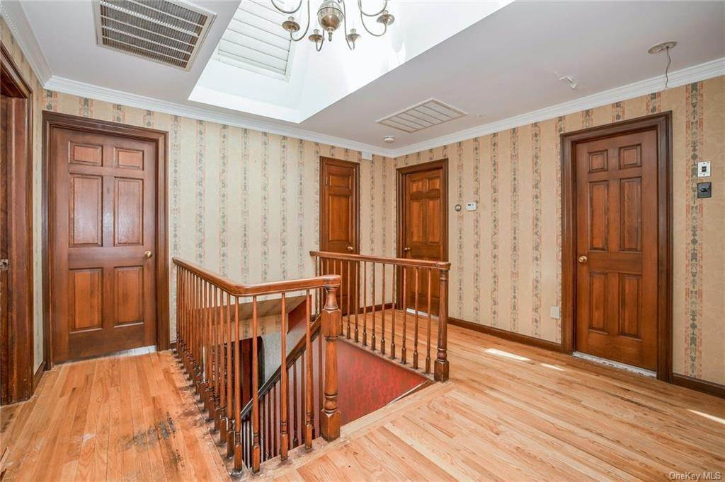 18. Residential for Sale at 1A Century Road Palisades, New York 10964 United States