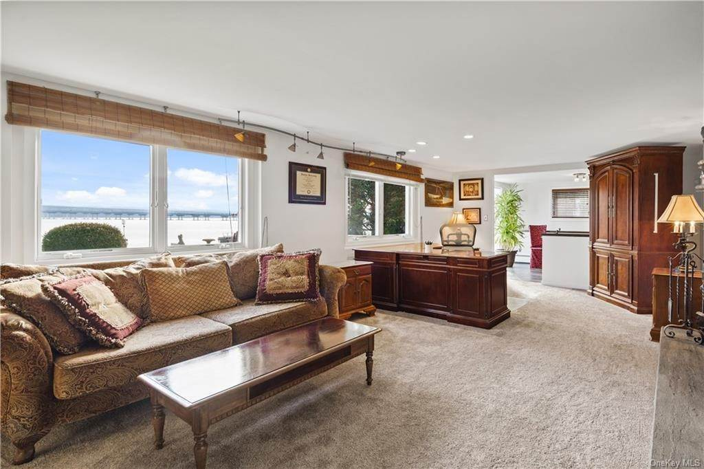 18. Residential for Sale at 5 Edgewater Lane Nyack, New York 10960 United States