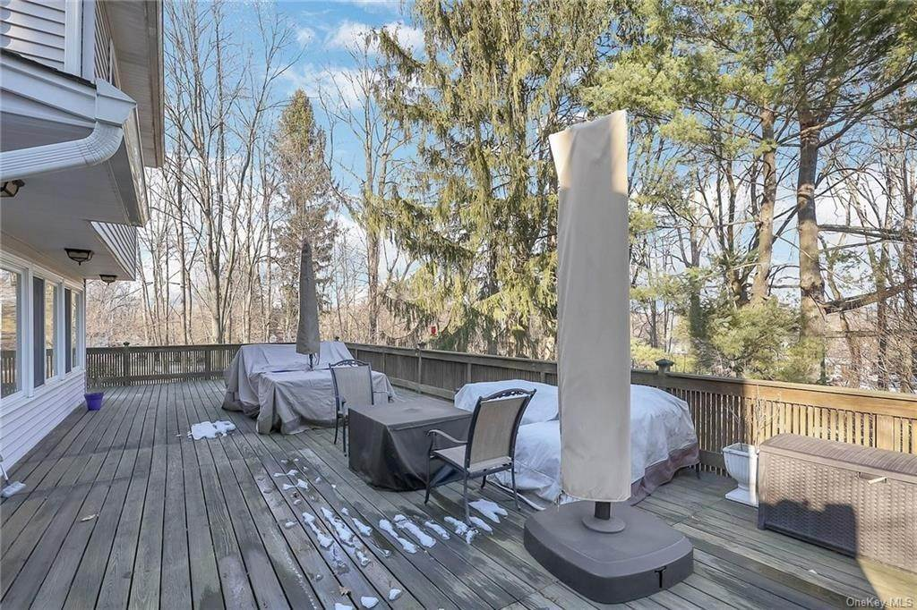 19. Residential for Sale at 195 Parrott Road West Nyack, New York 10994 United States