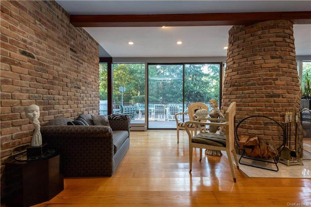 19. Residential for Sale at 4 Conklin Road New City, New York 10956 United States