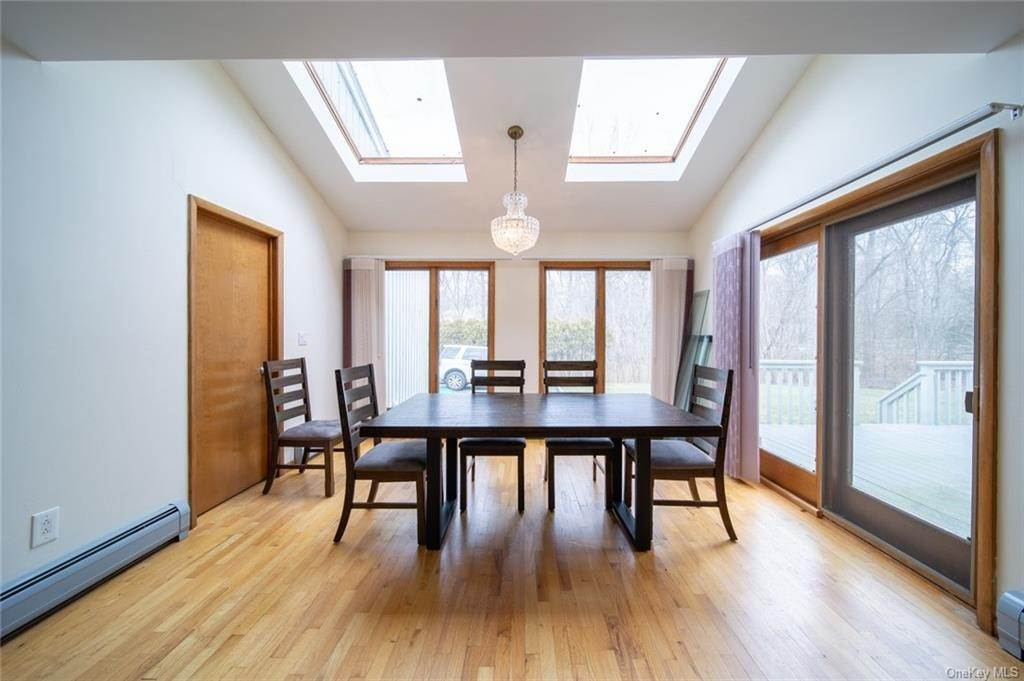 19. Residential for Sale at 4 Prior Court Palisades, New York 10964 United States