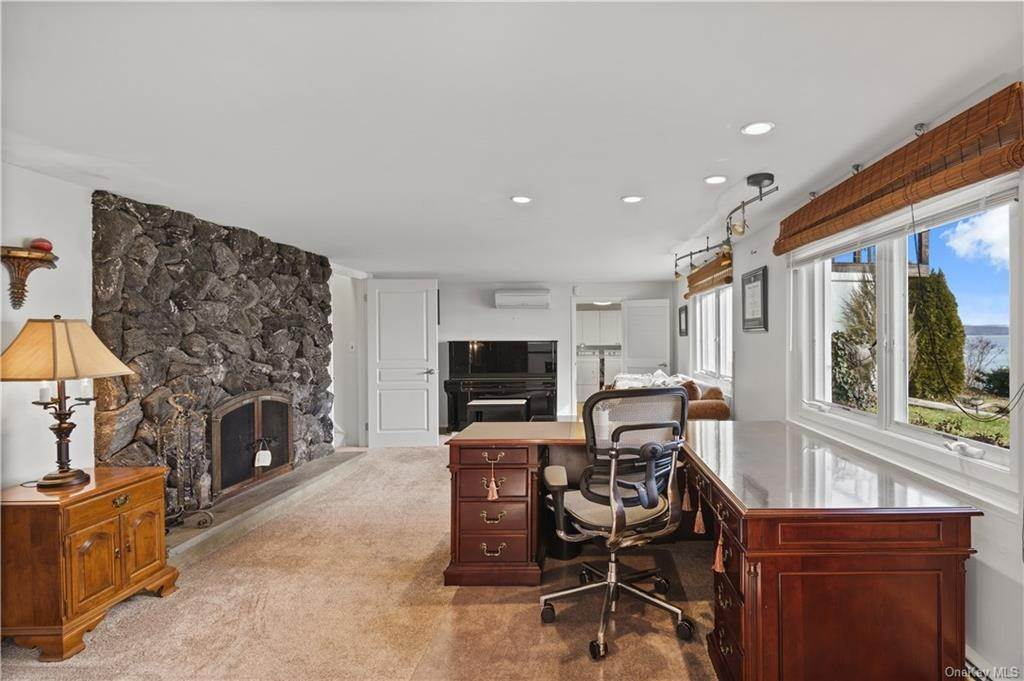 19. Residential for Sale at 5 Edgewater Lane Nyack, New York 10960 United States
