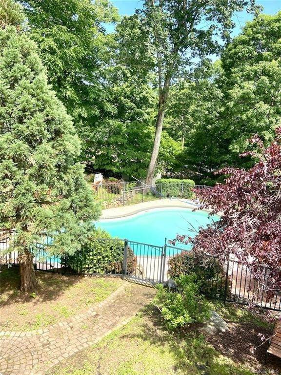 2. Residential for Sale at 15 Tomkins Ridge Road Tomkins Cove, New York 10986 United States