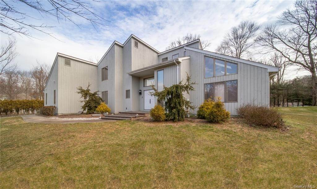 2. Residential for Sale at 4 Prior Court Palisades, New York 10964 United States