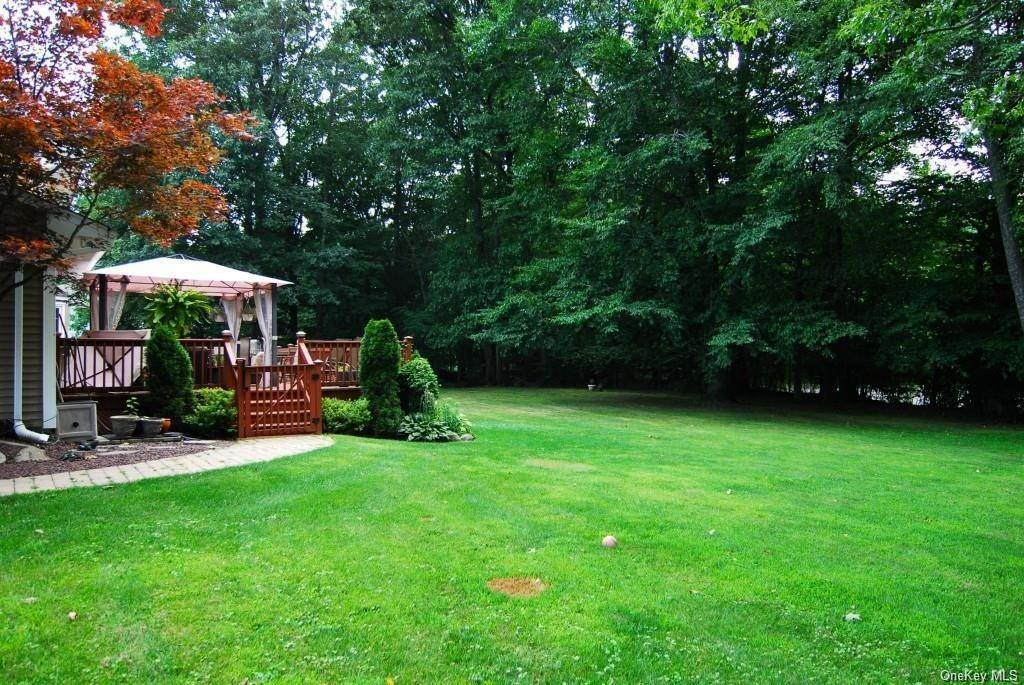 2. Residential for Sale at 411 White Oak Road Palisades, New York 10964 United States