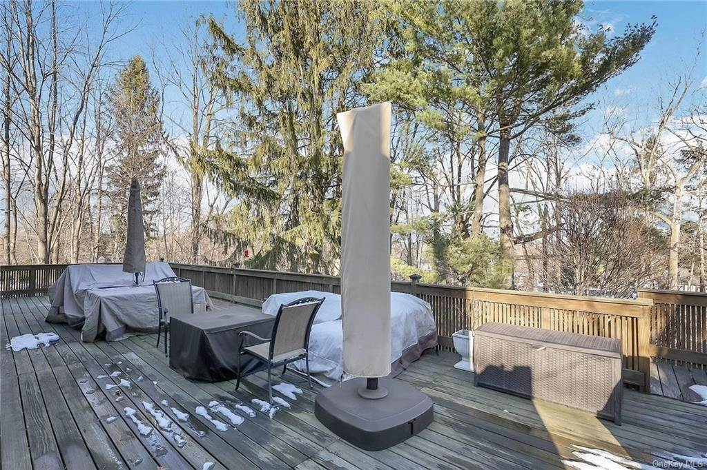 20. Residential for Sale at 195 Parrott Road West Nyack, New York 10994 United States