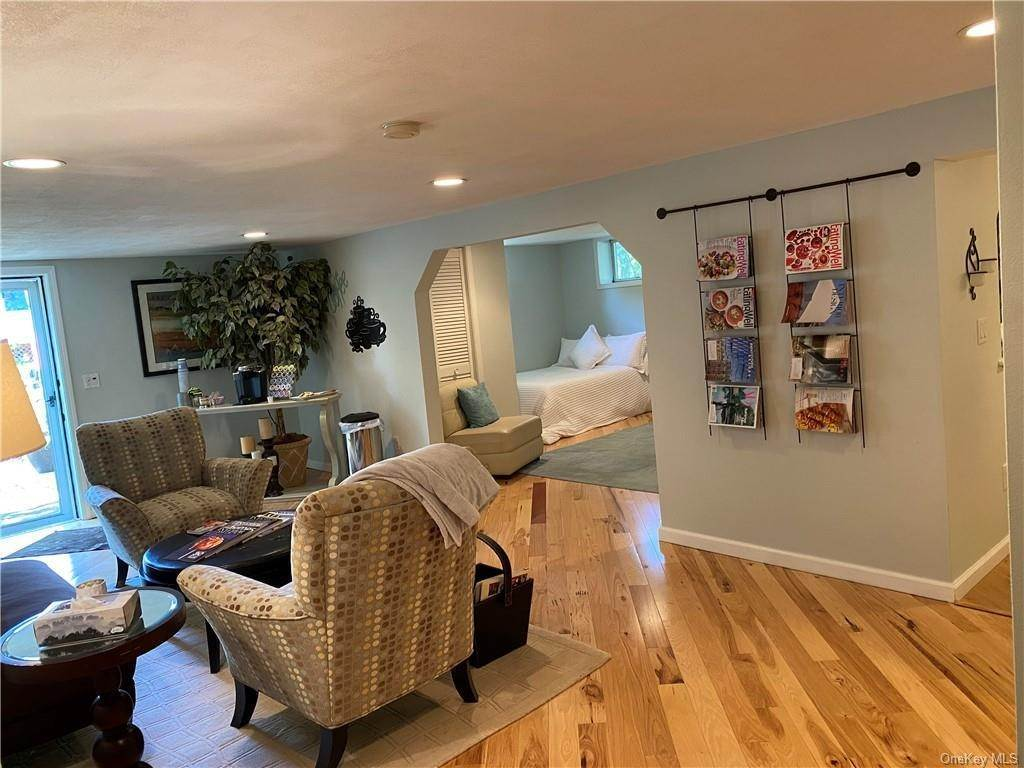 20. Residential for Sale at 30 Hampton Place, Cornwall, NY 12518 Cornwall, New York 12518 United States