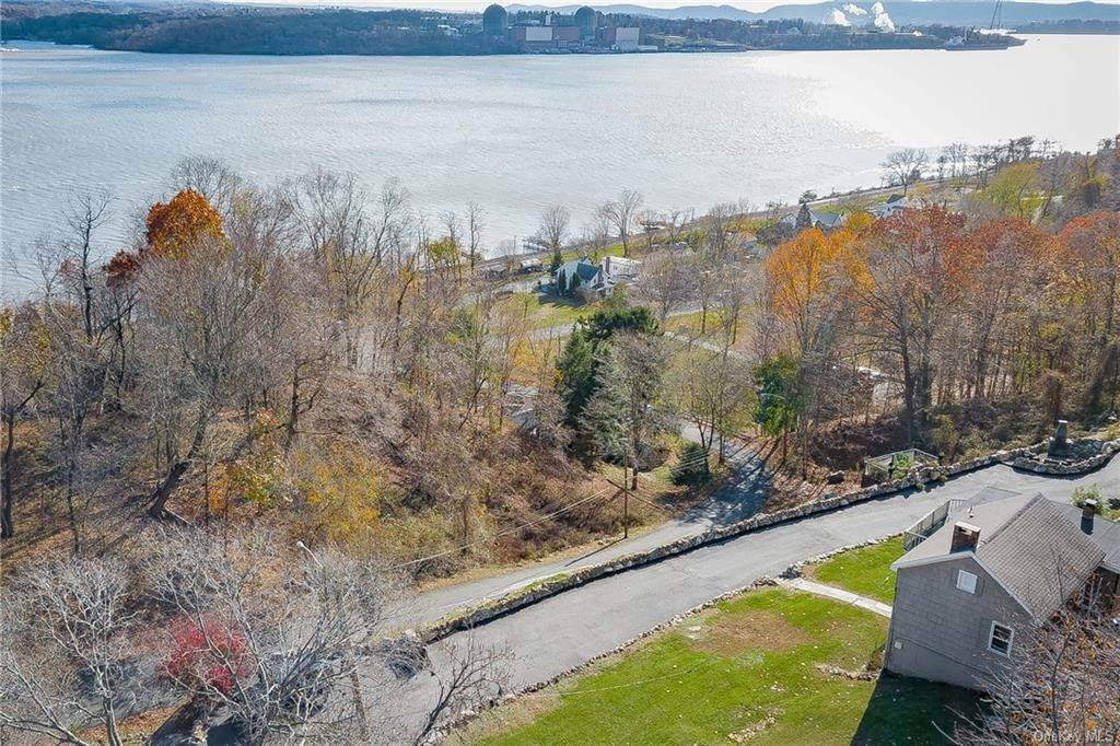 20. Residential for Sale at 4 Ayers Drive Tomkins Cove, New York 10986 United States