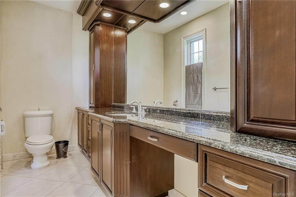 20. Residential for Sale at 344 Pleasant Hill Drive New City, New York 10956 United States