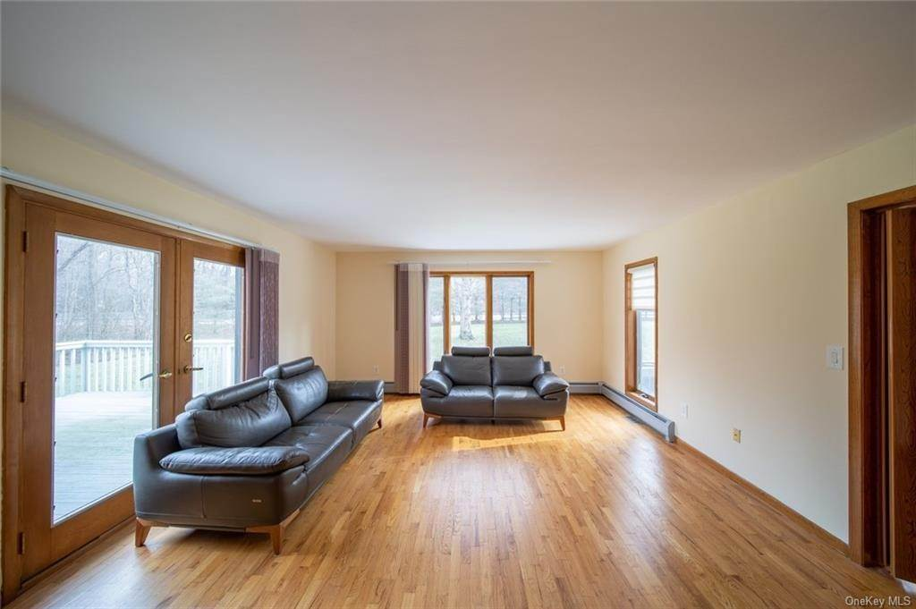 21. Residential for Sale at 4 Prior Court Palisades, New York 10964 United States