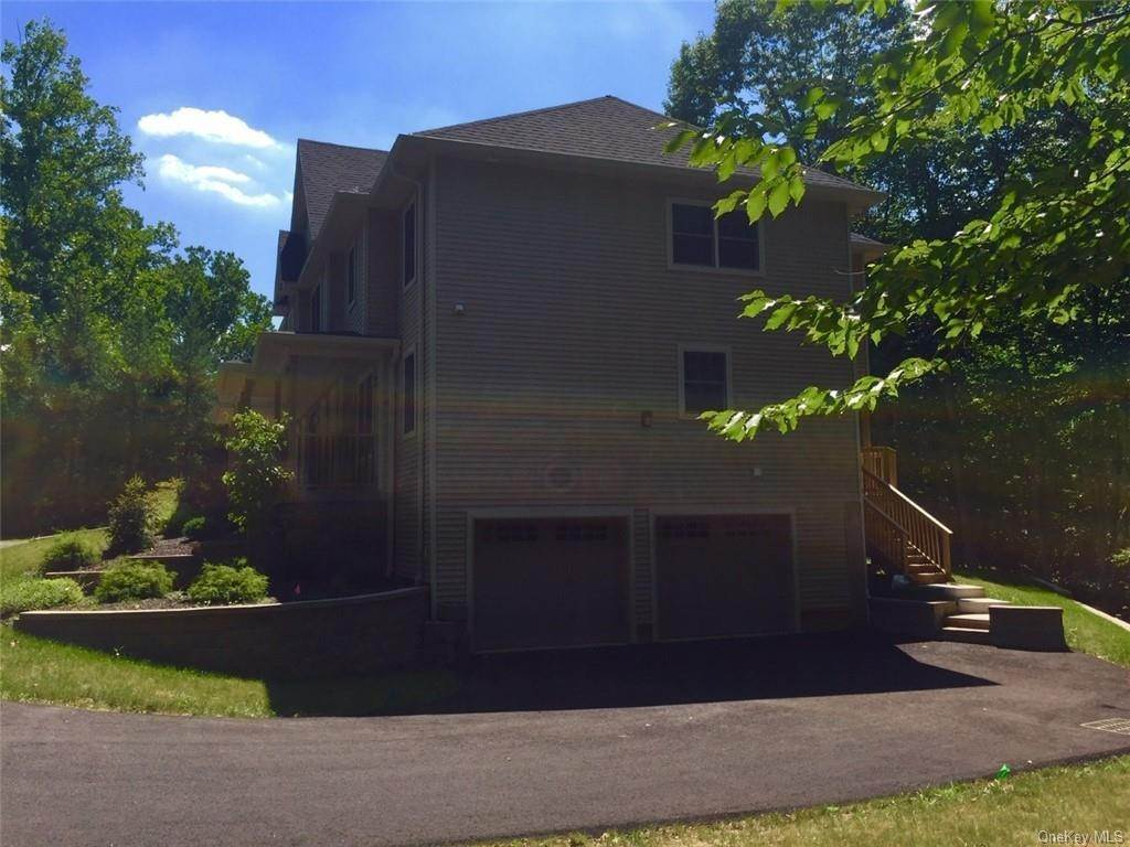 22. Residential for Sale at 226 S Greenbush Road Orangeburg, New York 10962 United States
