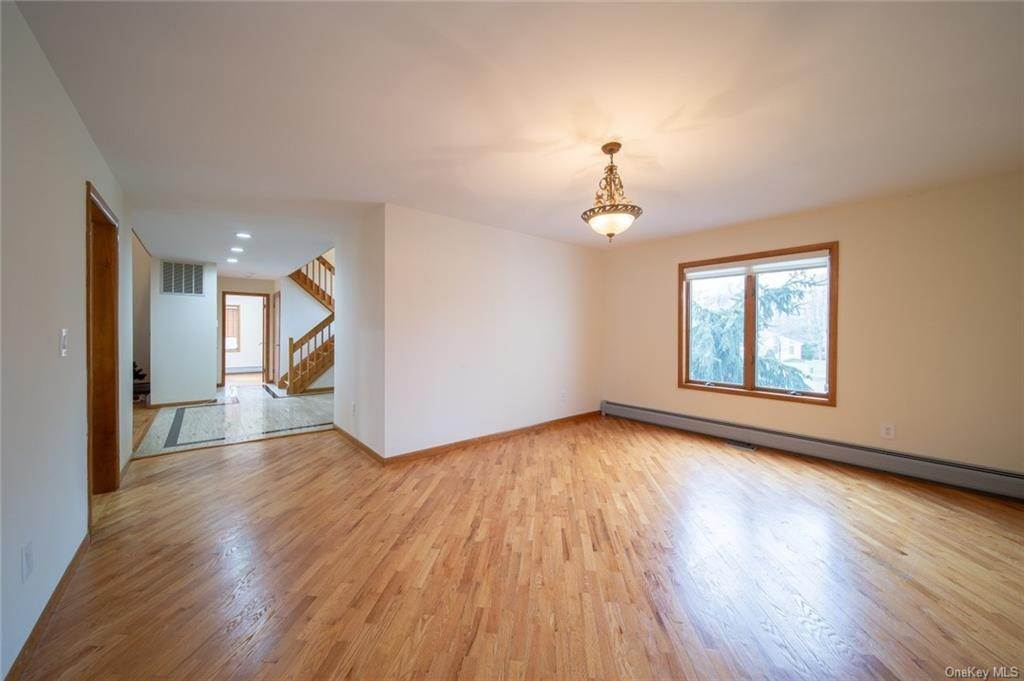 22. Residential for Sale at 4 Prior Court Palisades, New York 10964 United States