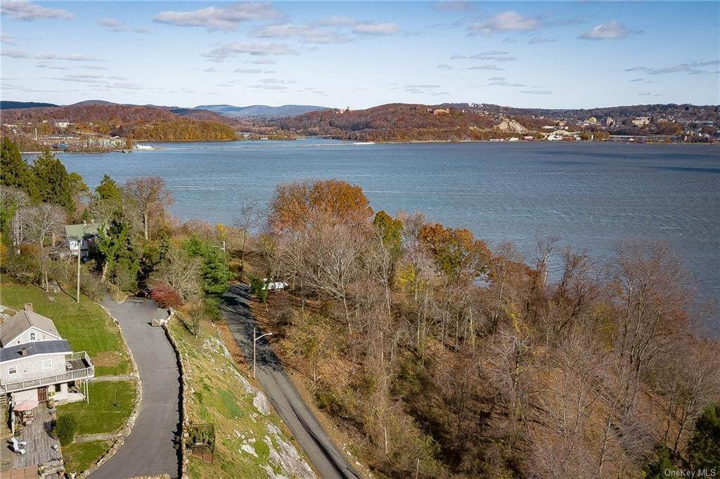 22. Residential for Sale at 4 Ayers Drive Tomkins Cove, New York 10986 United States