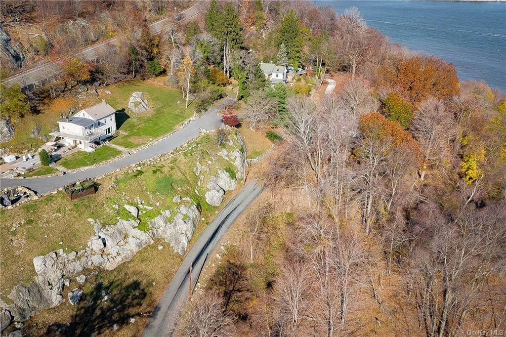 23. Residential for Sale at 4 Ayers Drive Tomkins Cove, New York 10986 United States