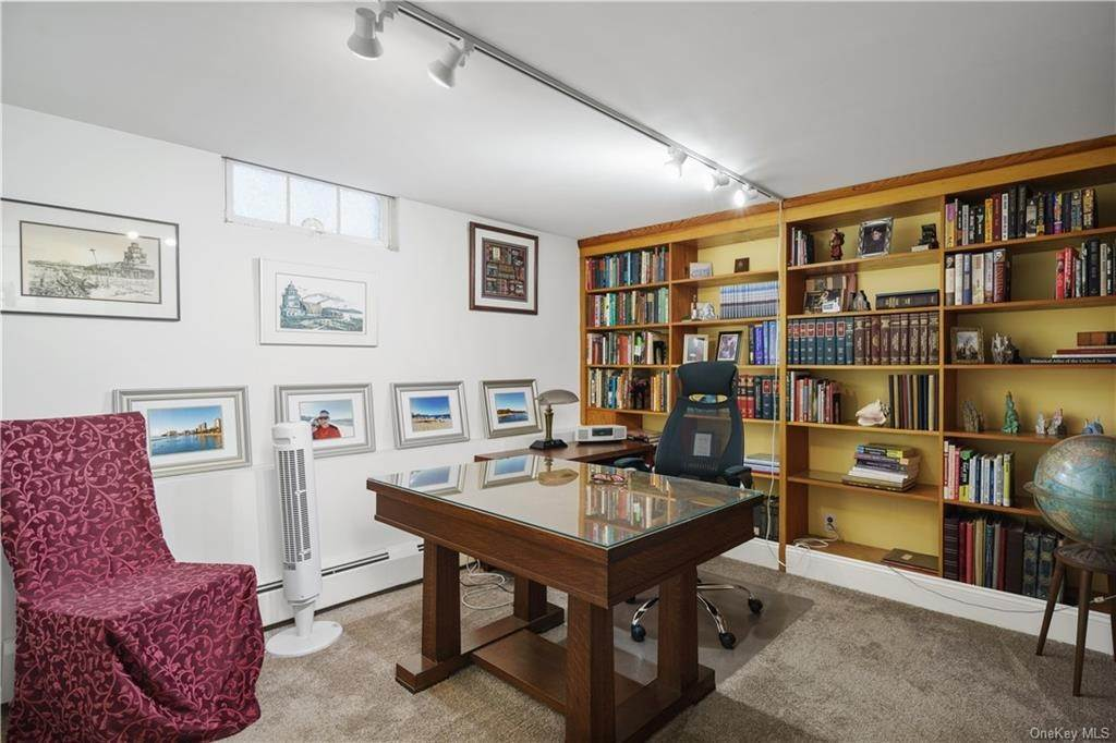 23. Residential for Sale at 5 Edgewater Lane Nyack, New York 10960 United States
