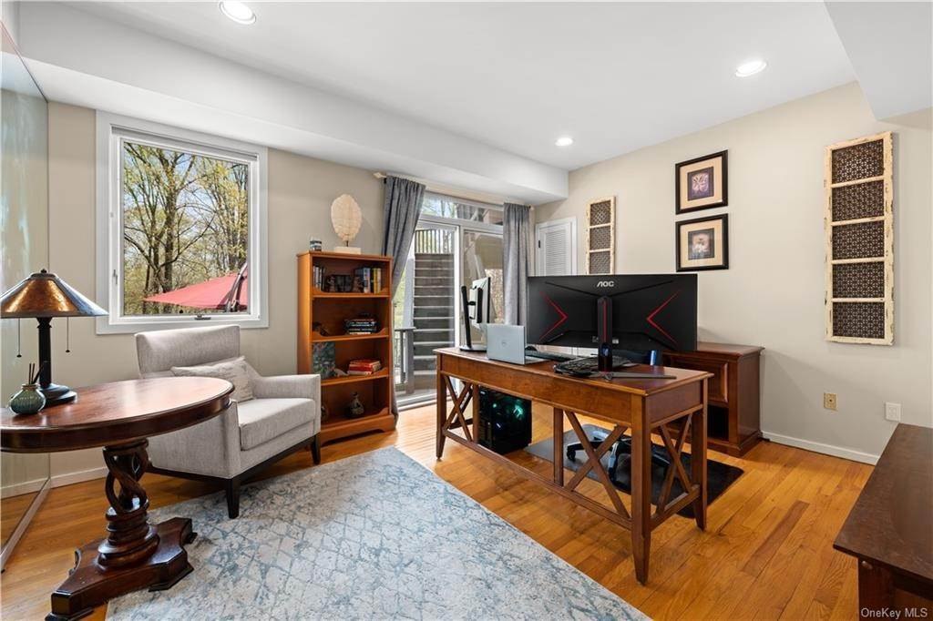 24. Residential for Sale at 354 Phillips Hill Road New City, New York 10956 United States