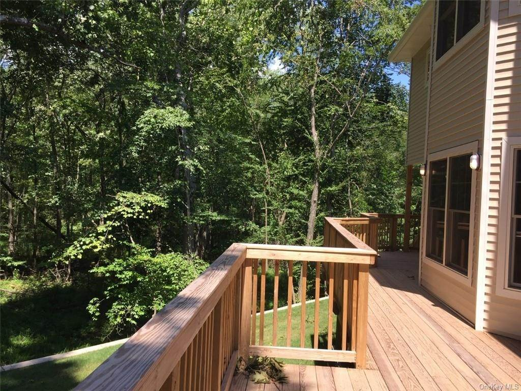 24. Residential for Sale at 226 S Greenbush Road Orangeburg, New York 10962 United States