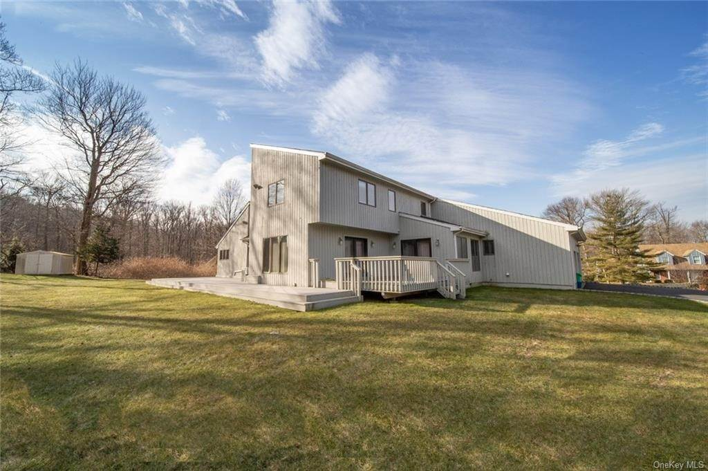 24. Residential for Sale at 4 Prior Court Palisades, New York 10964 United States