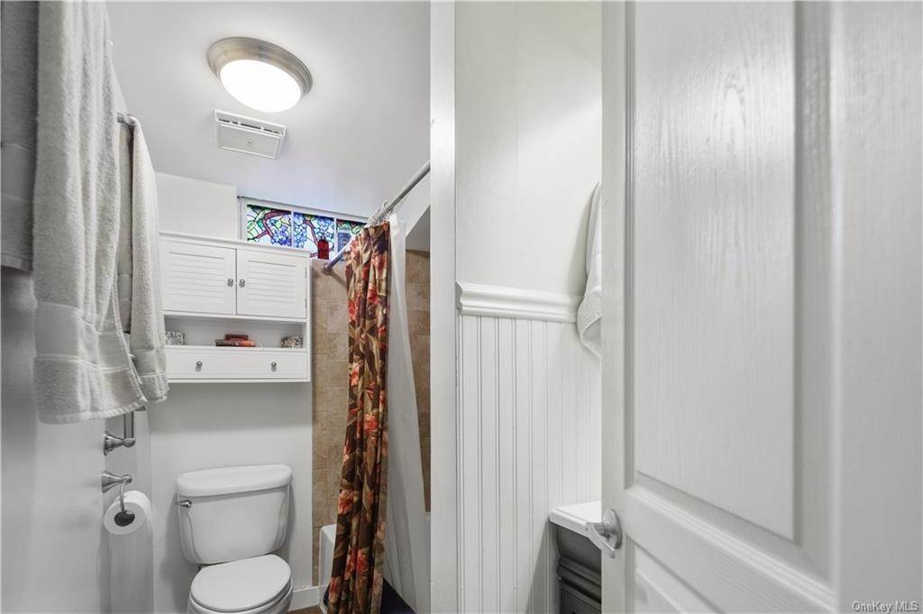 24. Residential for Sale at 5 Edgewater Lane Nyack, New York 10960 United States