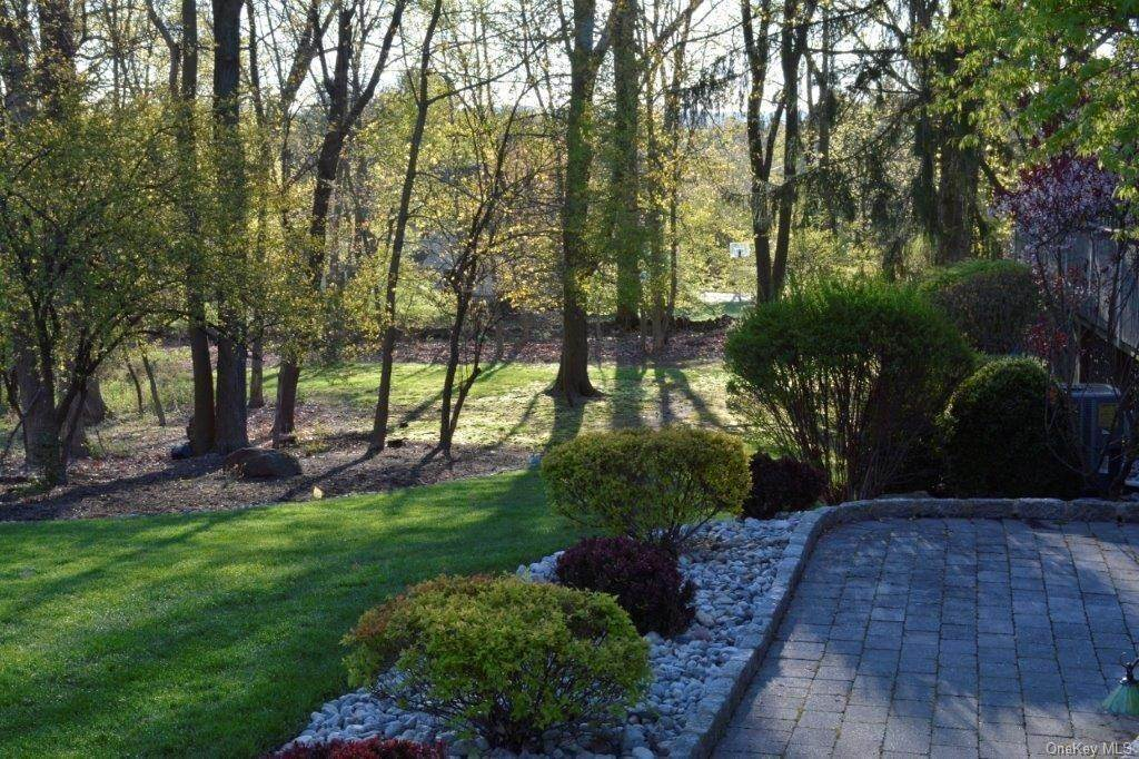 25. Residential for Sale at 195 Parrott Road West Nyack, New York 10994 United States