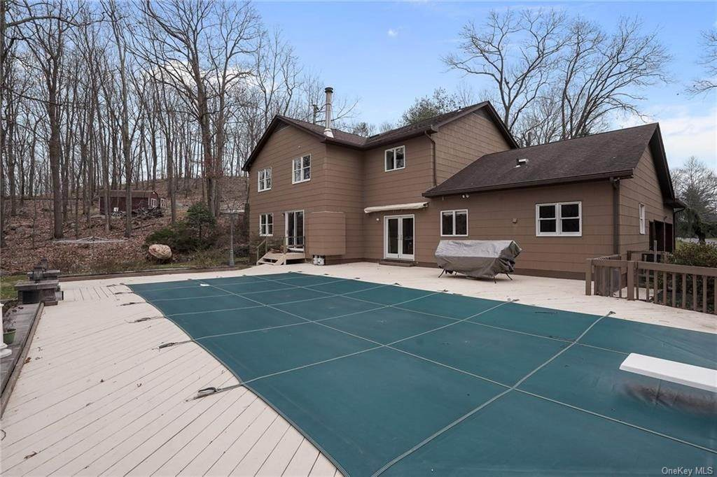 25. Residential for Sale at 5 Kelly Court, Stony Point, NY 10986 Tomkins Cove, New York 10986 United States