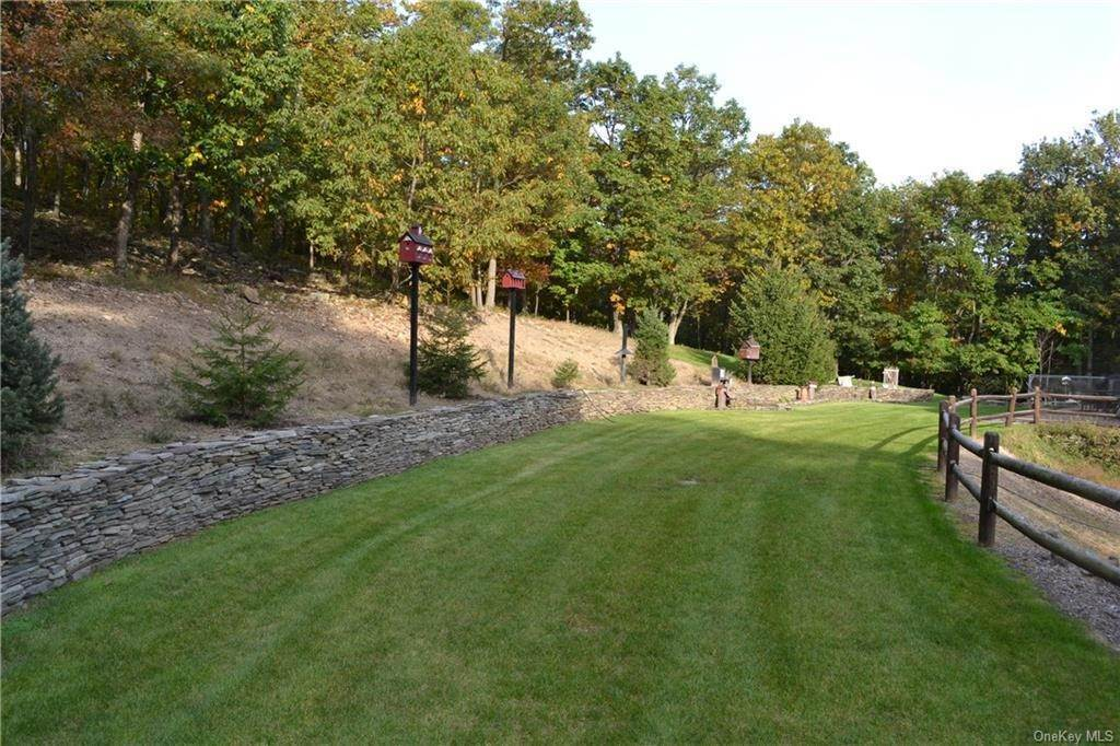 25. Residential for Sale at 86 Brady Road Warwick, New York 10990 United States