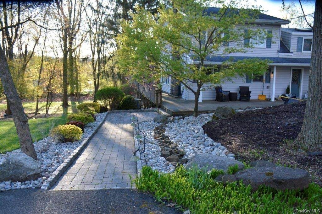 26. Residential for Sale at 195 Parrott Road West Nyack, New York 10994 United States