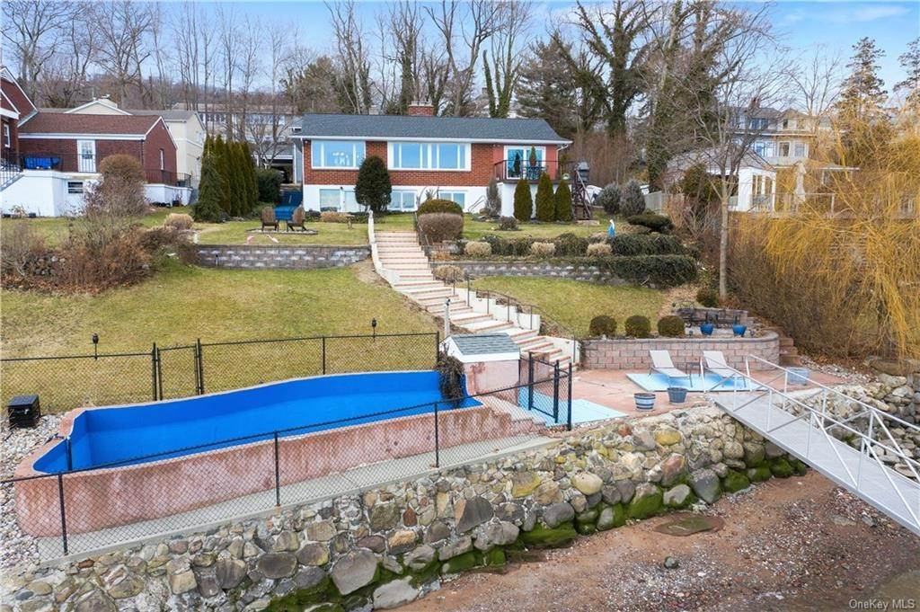 26. Residential for Sale at 5 Edgewater Lane Nyack, New York 10960 United States