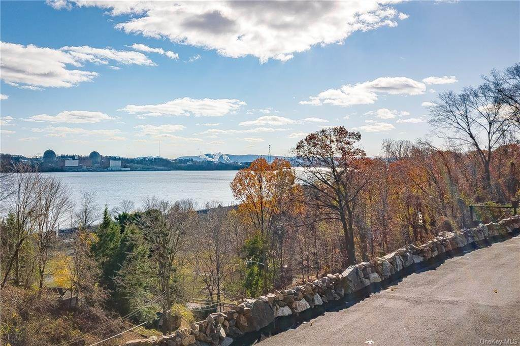 27. Residential for Sale at 4 Ayers Drive Tomkins Cove, New York 10986 United States